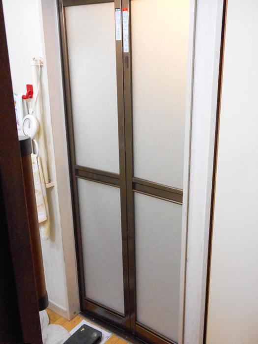 半日で完了!安全かつアクセントになる浴室ドア