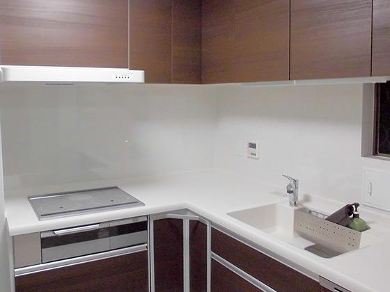 レイアウト変更で明るく作業のしやすいキッチン