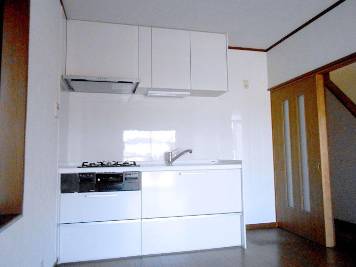 中古住宅のキッチン・バスルーム・洗面台を今風にリフォーム