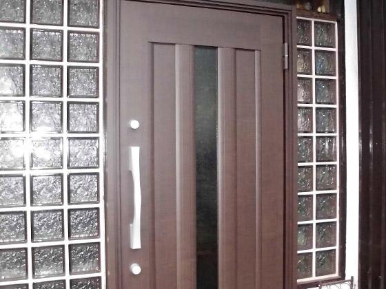 経年劣化した木製ドアから安心のツーロックドアに