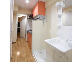 浴室、トイレ、洗面台をそれぞれ分離させた、マンションのフルリノヴェーション
