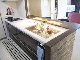 カフェのようなおしゃれ空間に!明るく開放的なキッチンスペース