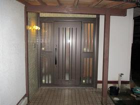開け閉めがスムーズに、重厚感のある玄関ドアへ!