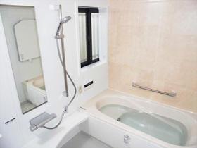 お手入れがラクなキレイ浴槽で負担を軽減。キレイで気持ちよく使えるバスルーム