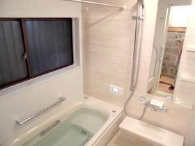 洗面台と洗濯機を独立させ、使いやすくなった浴室