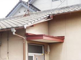 カバー工法で見た目も美しく補修した玄関庇