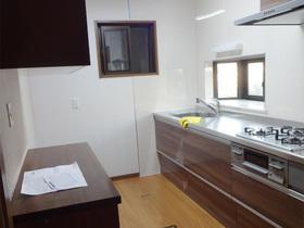 落ち着きを感じるお部屋と、明るくすっきりレイアウトのキッチン
