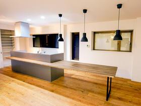 料理中もお子様の様子が確認できる、広々空間でお洒落なキッチン