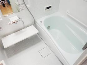 ヒヤッと感を解消。暖かさと省エネも意識した快適なバスルーム