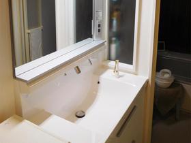 収納が増え、使い勝手もデザイン性もアップした水まわり設備