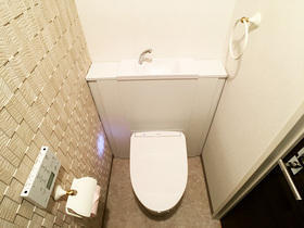 艶が出るフロアタイルで高級感のある特別なトイレ