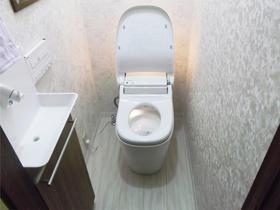 断熱窓で温かくトイレ掃除も楽々の新型アラウーノ