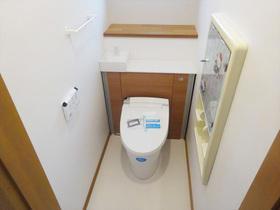 キャビネット一体型でスッキリお洒落なトイレ