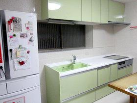 食洗器や吊戸の収納力を上げ、使い勝手をよくしたキッチンリフォーム
