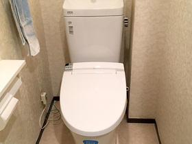 タンクも便器もすっきり、壁リモコンになり自動洗浄ができるトイレ