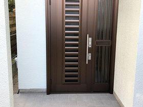 防犯性の高い鍵に変え、セキュリティ面も安心の玄関ドア
