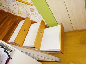 階段下にも収納スペースを造作