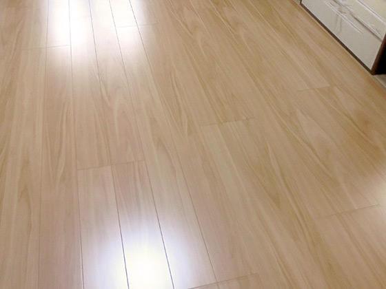 まっすぐに組み直した床と傷つきにくい床材