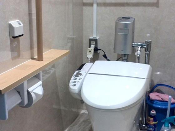 和式から全自動洋式トイレへ一晩でリフォーム