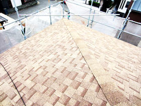 遮熱・防水性がメリット。将来性も考えたカバー工法で屋根の雰囲気も一新