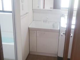 まるで新築のよう!清潔感あふれる明るい空間を演出した洗面スペース