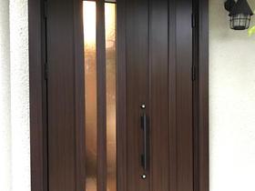 塗装の剥げがなくなり、メンテナンスが楽になった玄関ドア