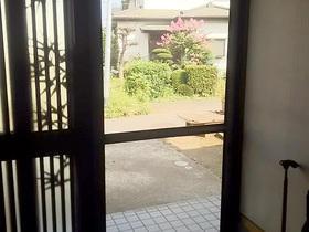 網戸を取り付け風通しがよくなった玄関