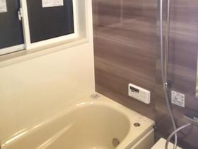 親御さんが安心して入れる快適な浴室空間