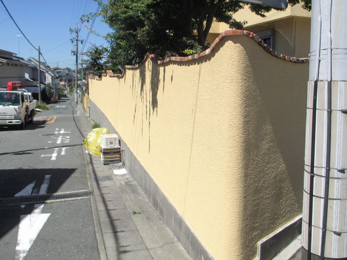 お家の外観と統一感を持たせた塀