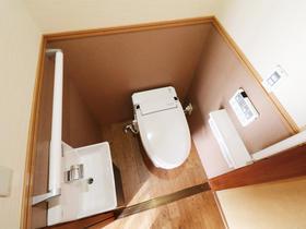 行動範囲内にトイレを新設し負担を軽減!段差解消でおばあさまも快適に過ごせる生活空間に。