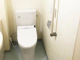 壁紙の柄にこだわり雰囲気一新!お掃除がしやすいトイレ