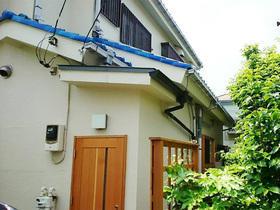 雨の日の出入りも、雨がかからず安心できる玄関ポーチ