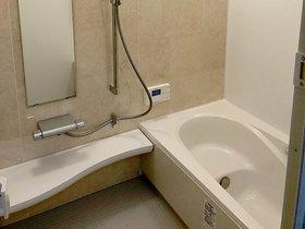 暖かく掃除がしやすい浴室