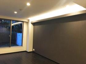 間接照明がアクセント!床やクロスにこだわり、好みの内装となったマンションリフォーム