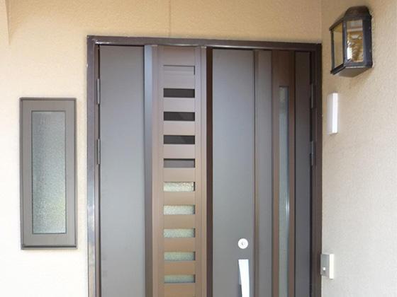 プチ改築で明るく風通しのよい玄関ドア