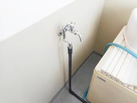浴室から分岐して蛇口を新設