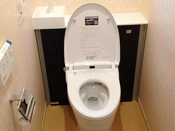 高級感が出て掃除もしやすいタンクレス風トイレ