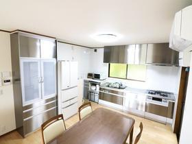 オールステンレスのキッチンや自動洗浄のお風呂など、最新設備で生活の不便を解消!