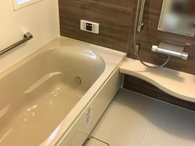 入口を引戸にすることで、使いやすくなった浴室
