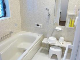 浴槽はもちろん、床・壁・天井も断熱性を高めた快適バスルーム