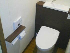 水漏れ解消、棚付き紙巻器で利便性がアップしたトイレ