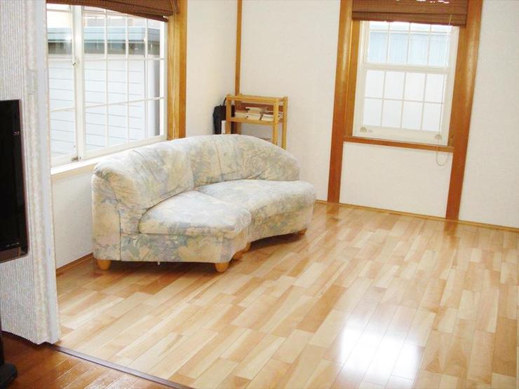 畳からフローリングへ。リビングと和室を一間の雰囲気に