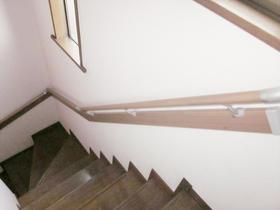 強度のある、デザイン性に優れた手すりで階段の上り下りも安心