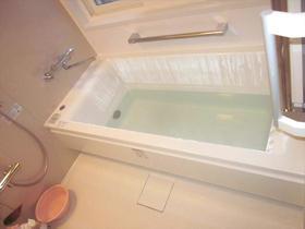 手すりを多く設置し、安心で快適なバスルーム