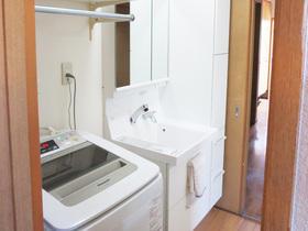 洗濯機を洗面所へ。収納も増え、使いやすくなった洗面スペース
