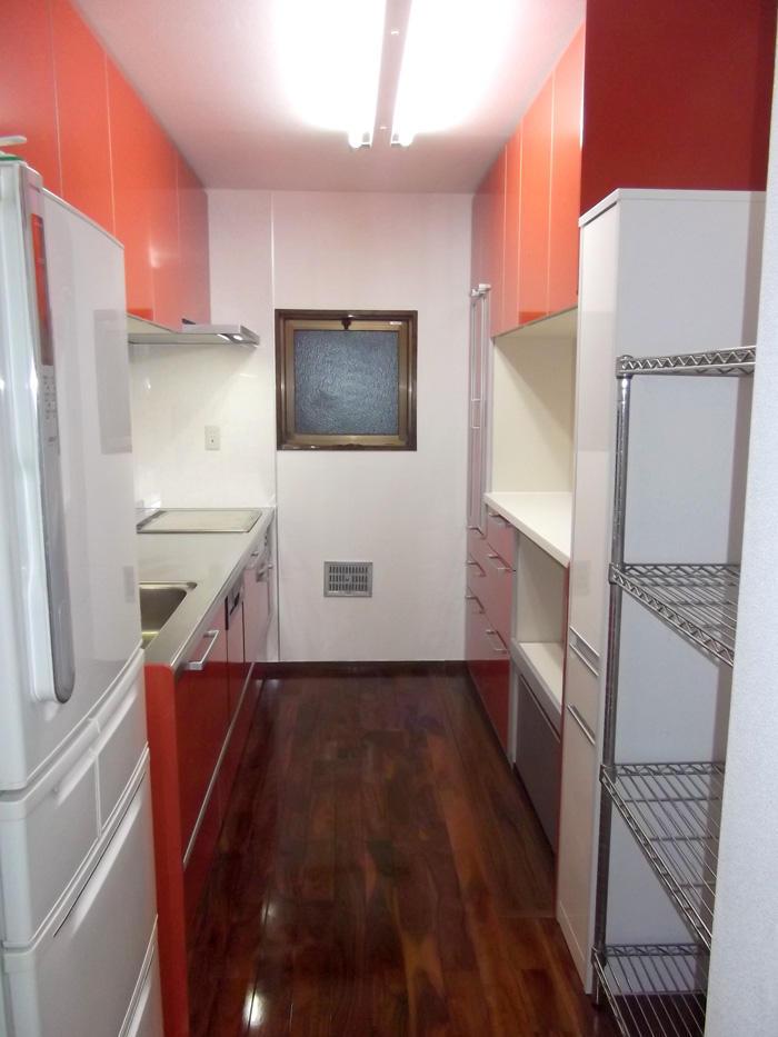 存在感が増し収納力と清掃性の上がったキッチン