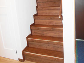 造り変えたような仕上がりに!木製で高級感のある階段リフォーム
