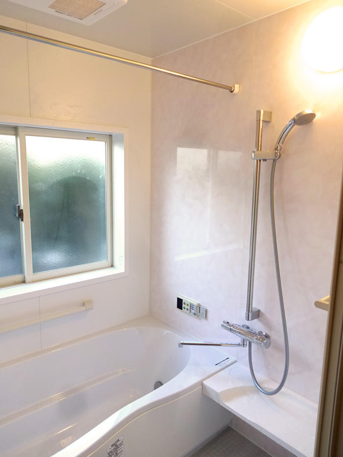 足が存分に伸ばせる温かな浴室