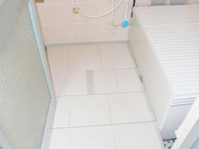 介護保険適用商品「浴室すのこカラリ床」で段差を解消