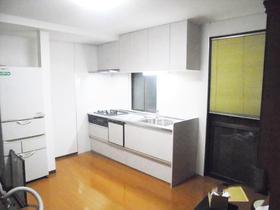 間仕切りを変更し、広々とした空間に生まれ変わったキッチン